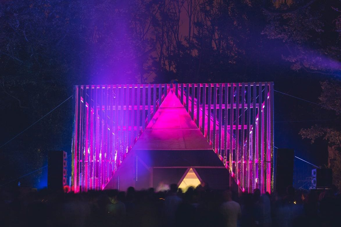 Pink-Stage