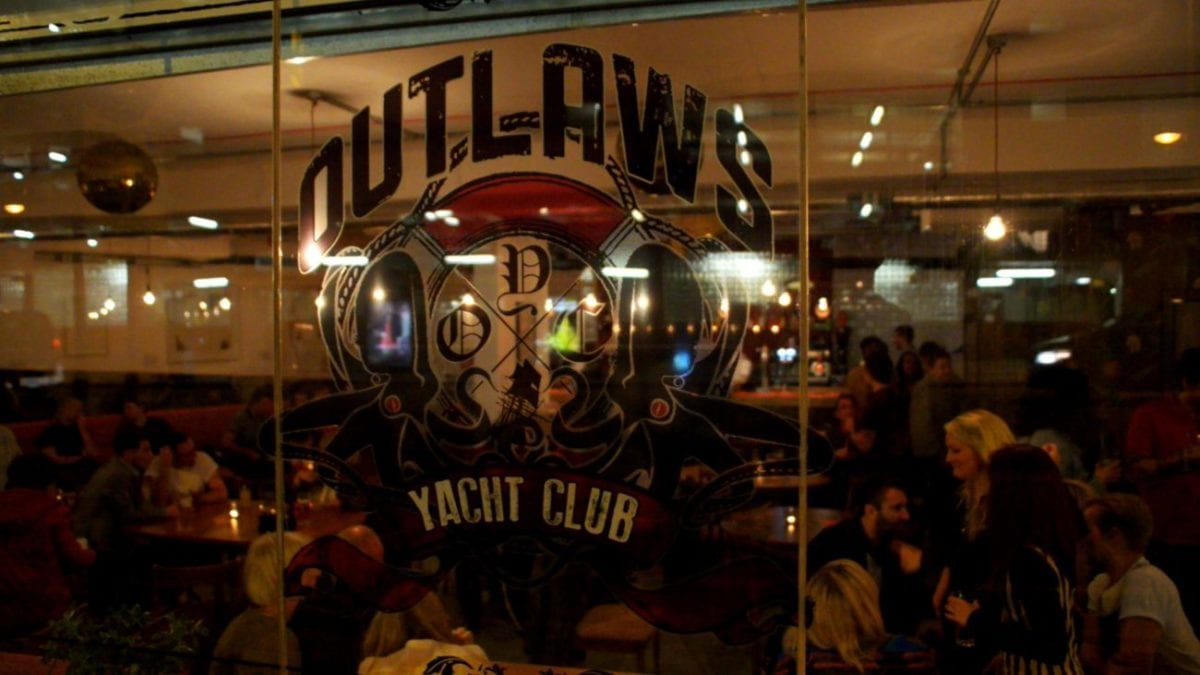 OUTLAWS-WINDOW